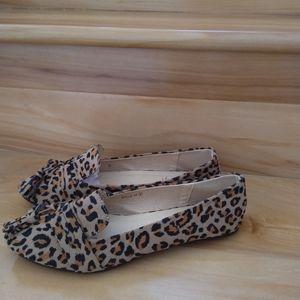 Refresh leopard flats size 8